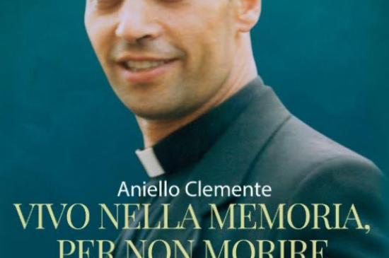 """Omaggio dell'associazione """"Mons. Michele Sasso"""" di un libro sulla vita dell'emerito concittadino – A.S. 2020/21"""